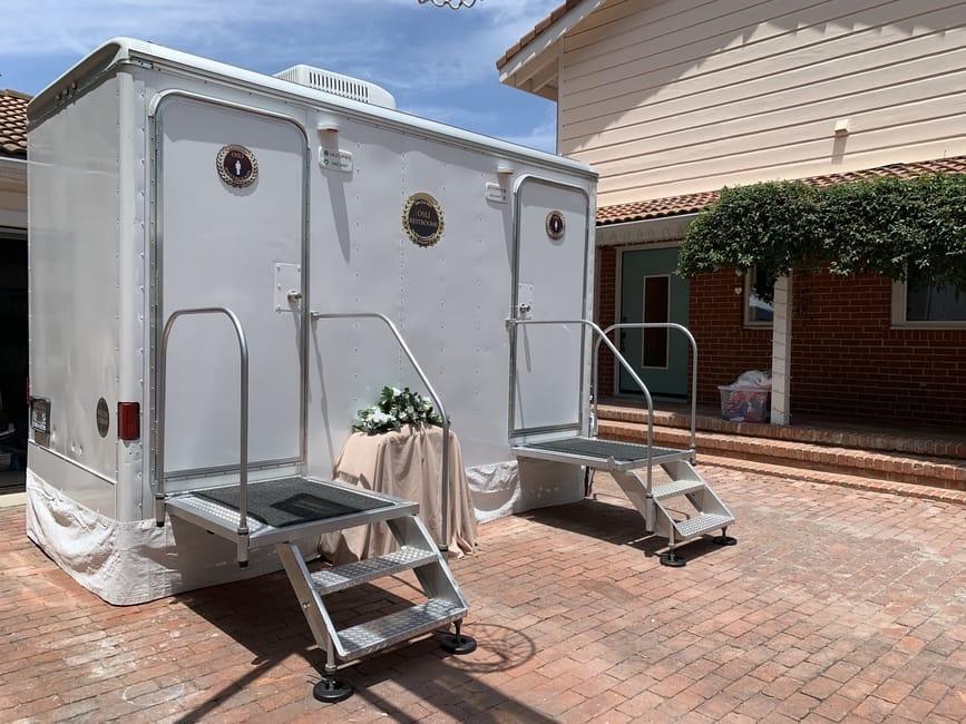 luxury II portable restroom trailer