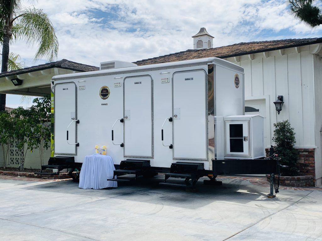 luxury 3 portable restrooms