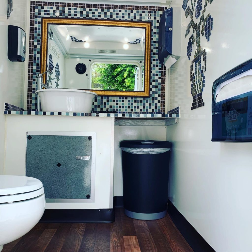 luxury portable restroom 3